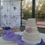 Torta de 3 pisos con rosas para 15 años