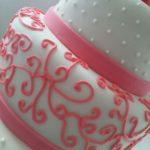torta para 15 años en rosa y blanco