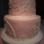 torta par a15 años en rosa y blanco